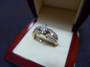 Кольцо с бриллиантами, 585 проба, 18 размер, масса 5.98гр. 27.000 рублей