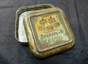 Коробка жестяная от зубного порошка Бракар, начало 20 века, постовщик его императорского двора, 700 рублей