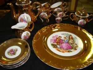 Сервиз кофейный, фарфор в золоте, мадонна 16 предметов. Япония-Китай 11.000 рублей