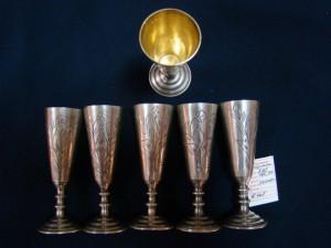 Серебряные рюмки с позолотой, 875 проба, масса 160.94гр, 14.000 рублей.
