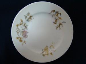 Фарфоровая тарелка, начало 20 века (Кузнецов) 1.000 рублей
