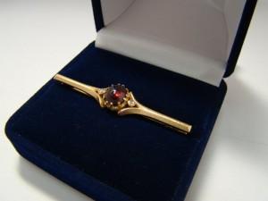 Брошь с алмазами, альмандин,  585  проба,  масса  5.20гр   14.000 рублей