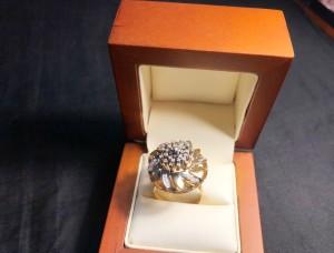 Арт 53-18 Кольцо с бриллиантами, 585 проба, размер 19 масса 7.90гр. 17.000 рублей