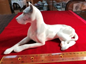 Арт 54-18 Статуэтка фарфоровая собака, скол. 400 рублей.