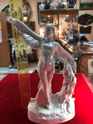 Арт 141-18 Статуэтка фарфоровая девушка в костюме птицы. ЛФЗ 1960 год. 3000 рублей