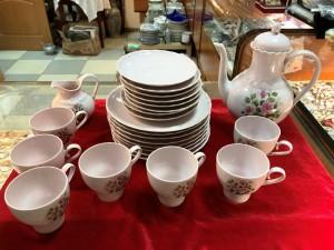 Арт 283-18 Кофейный сервиз. 8 десертных тарелок, 8 блюдец, 7 чашек. 1 кофейник. 700 рублей
