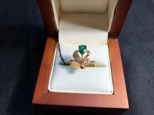 Арт 6-19 Кольцо с бриллиантами и изумрудом, 750 проба, размер 17,5. масса 4.31гр. 39.000 рублей