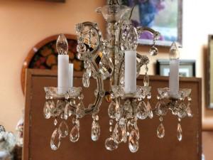 Арт 399-19 Люстра потолочная, на 3 лампочки, латунь, хрусталь. Чехословакия.  4460 рублей