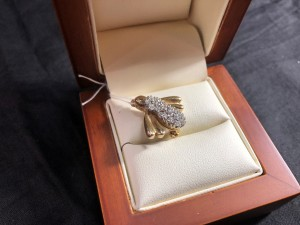 Арт 377-18 Брошь с бриллиантами, 585 пробы, масса 3.72гр 43.000 рублей