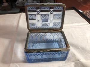 Арт 348-19 Шкатулка для чая, голубое стекло. Россия 1900-1917 год. 4500 рублей
