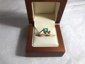 Арт 178-19 Кольцо с изумрудом и бриллиантом, 585 проба, размер 17,5 масса 3.21 гр. 29.000 рублей
