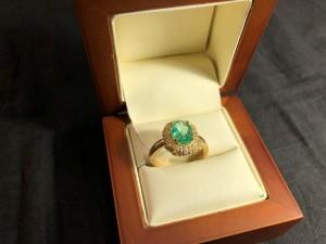 Арт 43-20 Кольцо с бриллиантами и изумрудом, 585 проба, размер 18. масса 5.33гр. 83.000 рублей
