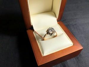 Арт 206-20 Кольцо с бриллиантом 1,15 карат, 583 проба, размер 18,5, масса 3.97 гр. 300.000 рублей