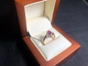 Арт 126-20 Кольцо с бриллиантами и рубином, 585 проба, размер 17, масса 3.11 гр. 15.000 рублей