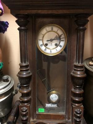 Арт 129-21 Часы настенные в деревянном корпусе 19 век. (Сломанные) 15.000 рублей