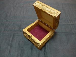 Шкатулка деревянная резная. 8см х 8см. 500 рублей