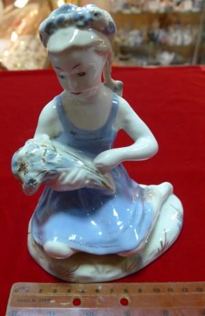 Арт 188-14 Статуэтка фарфоровая, Гжель «девушка с венком на голове» 5000 рублей