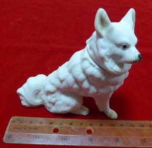 Арт 385-16 Статуэтка бисквит «собака с ссекретом» 1200 рублей