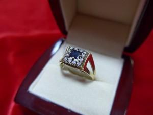 Арт 340-16 Кольцо с бриллиантами и сапфирами, 585 проба, размер 19, масса 4.16 гр. 28.000 рублей