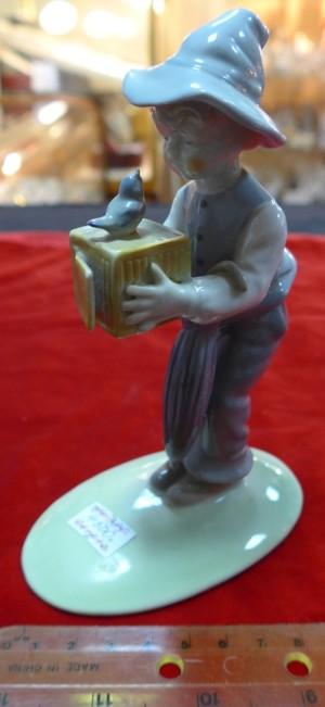 Арт.385-12 Фарфоровый мальчик с птичкой, ГДР, 4500 рублей