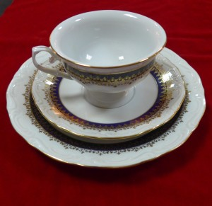 Арт 2-17 Чайная пара и тарелка, фарфор.  1600 рублей