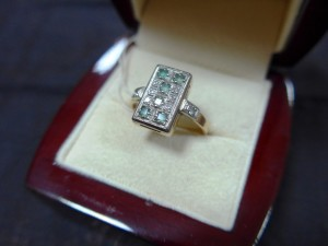 Арт 444-16 Кольцо с бриллиантами и изумрудом, 585 проба, размер 18,5 масса 4.77 гр. 15.500 рублей