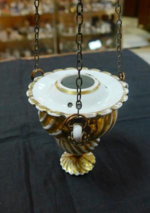 Арт 493-15 Лампадка фарфоровая с золотом, клееная   конец 20 века  7400 рублей