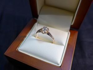 Арт 125-17 Кольцо с алмазом, 583 проба, размер 18,5 масса 2.24 гр. 30.000 рублей