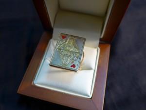 Арт 173-17 Кольцо карта, кость, эмаль. 585 проба, размер 18,5 масса 10.89 гр. 40.000 рублей