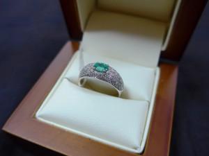 Арт 176-17 Кольцо с бриллиантами и изумрудом, 750 проба, размер 16,5 масса 3.5гр. 38.200 рублей