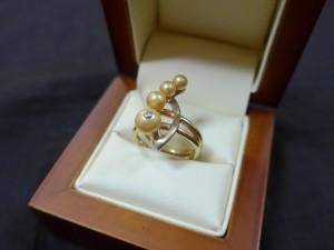 Арт 106-15 Кольцо с бриллиантом и жемчугом, 585 проба, размер 16,5 масса 7.11гр. 13.500 рублей