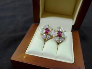 Арт 176-17 Серьги с бриллиантами и рубином, 750 проба, масса 9.45 гр.  96.000 рублей