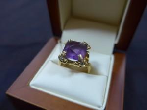 Арт 258-17 Кольцо с аметистом и бриллиантами, 750 проба, размер 17 масса 13.32 гр. 58.000 рублей