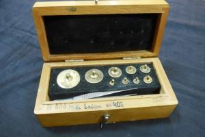 Арт 165-17 Набор с гирями для весов. 2000 рублей