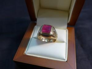 Арт 283-17 Кольцо с рубином и бриллиантами, 583 проба, размер 19 масса 7.94гр. 77.700 рублей