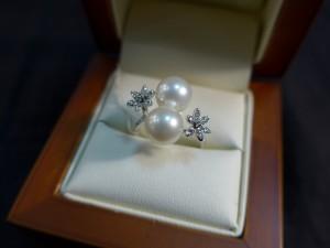 Арт 259-17 Кольцо с жемчугом и бриллиантами, 585 проба, размер 16 масса 3.72гр. 9500 рублей