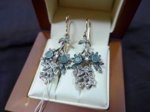 Арт 292-17 Серьги с алмазами и изумрудами, 56 проба, масса 8.29гр. 95.000 рублей