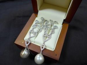 Арт 160-13 Серьги с жемчугом и бриллиантами, 750 проба, масса 14.7гр. 280.000 рублей