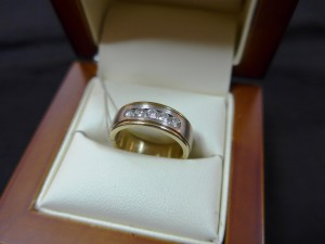 Арт 433-16 Кольцо с  бриллиантами, 585 проба, размер 16 масса 8.39гр. 33.000 рублей