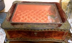 Арт 207-15 Шкатулка для драгоценностей, из бархата и с золочением латуни. 40.000 рублей