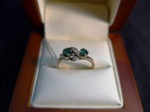 Арт 350-17 Кольцо с бриллиантами и изумрудом, 585 проба, размер 17,5 масса 2.46гр. 9000 рублей