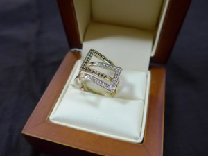 Арт 350-17 Кольцо с бриллиантами, 585 проба, размер 18,5 масса 4гр. 11.000 рублей