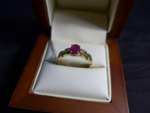 Арт 11-18 Кольцо с бриллиантами и рубином, 750 проба, размер 18 масса 4.25гр. 21.000 рублей