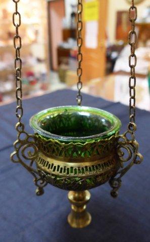 Ломпадка из латуни с зеленым стеклом. 10.000 рублей