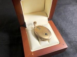 Арт 49-21 Медальон сапфиры и стекло, 56 пробы, масса 7.61гр 40.000 рублей