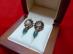 Арт 423-16 Серьги с алмазами и изумрудами, 56 проба, масса 4.03 гр.  107.000 рублей