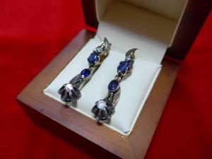Арт 42-16 Серьги с алмазами и сапфирами, 56 проба, масса 6.5 гр. 147.000 рублей
