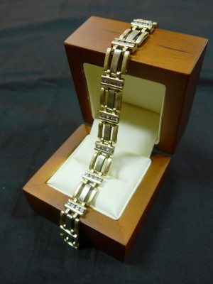 Арт 382-16 Браслет с бриллиантами 585 проба, масса 28.49 гр. размер 19. 120.000 рублей