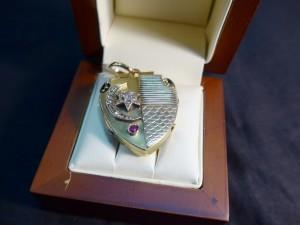 """Арт 398-17 Медальон 56 пробы, масса 14.35гр. камни: алмазы"""" 53.000 рублей"""