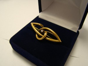 Брошь с алмазом, 583 проба, масса 4.13гр. 24.000 рублей